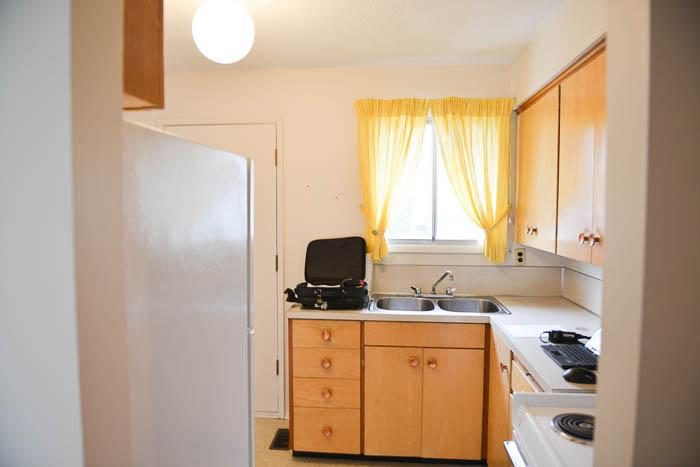 Kitchen Before - lemonthistle.com