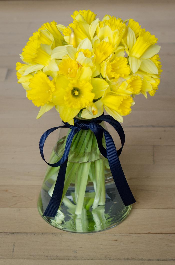 Super Speedy Daffodil Arrangement Lemon Thistle