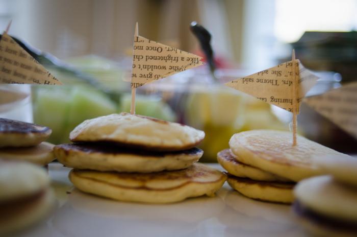 Love this super cute baby shower idea! I love these mini pancake stacks!