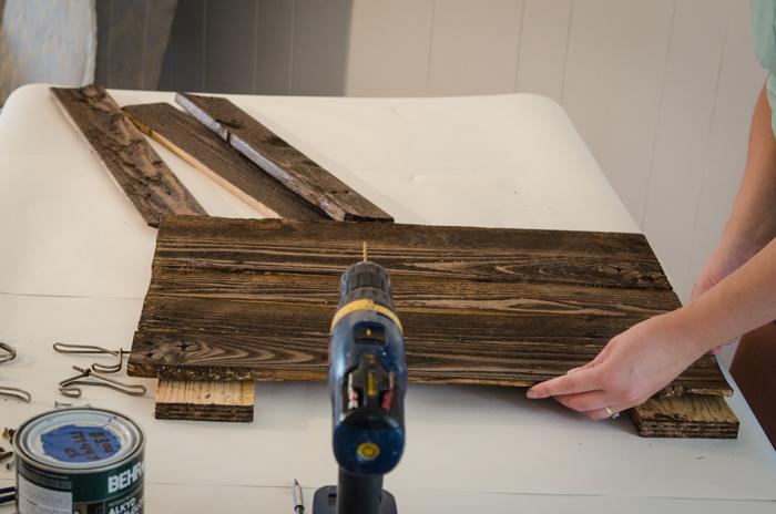 Great detailed tutorial! DIY Rustic Towel Rack from Free Pallet Wood