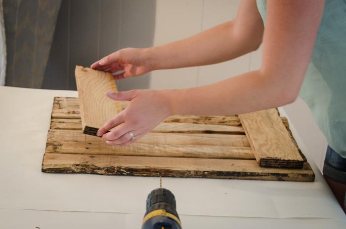 Great detailed video tutorial! DIY Rustic Towel Rack from Free Pallet Wood