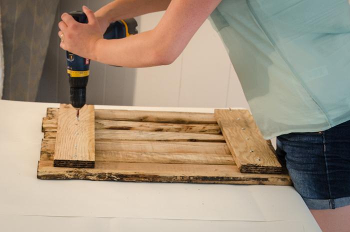DIY Rustic Towel Rack from Free Pallet Wood