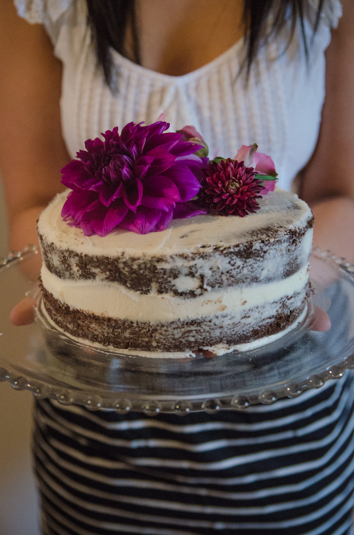 What an awesome idea! DIY 'Naked' Grocery Store Cake Makeover