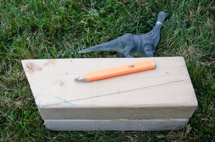 DIY Dinosaur Doorstop (an Anthro knock-off)