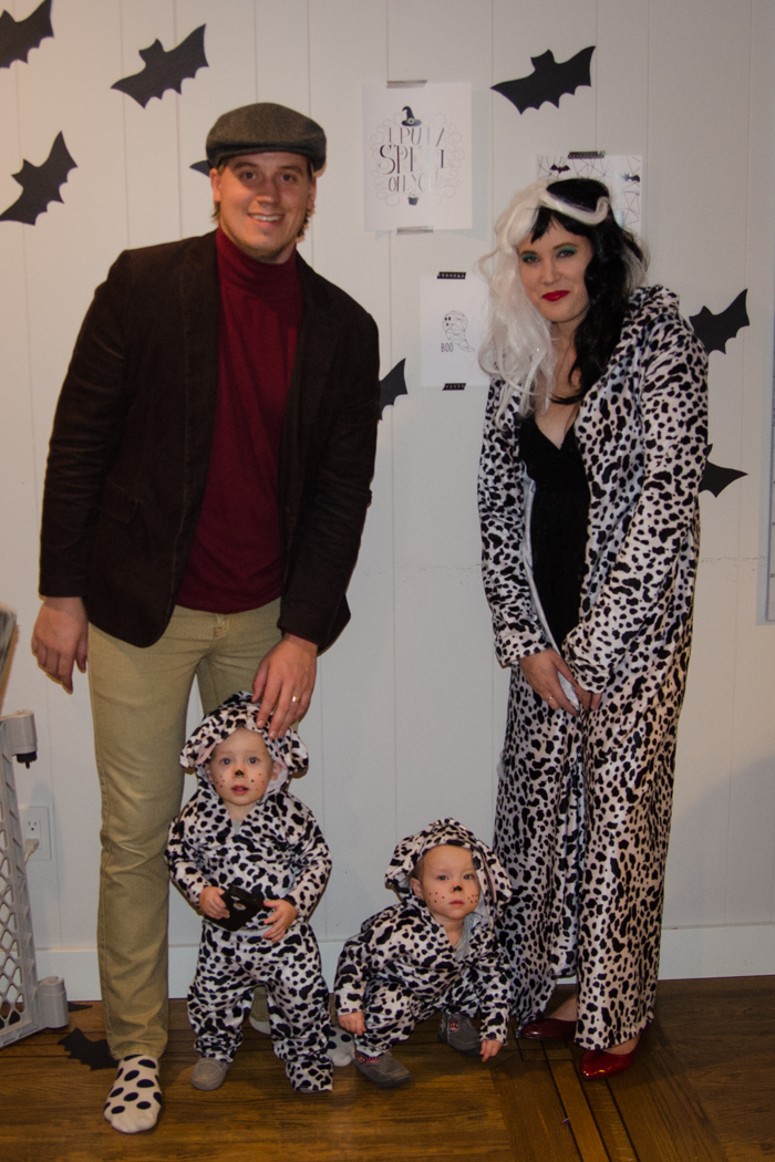 101 Dalmations Halloween Costumes- from the babies to Cruella to Jasper, such a fun family costume!