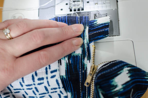 DIY Exposed Zipper Pouch- a beginners sewing project! (from tea towels)