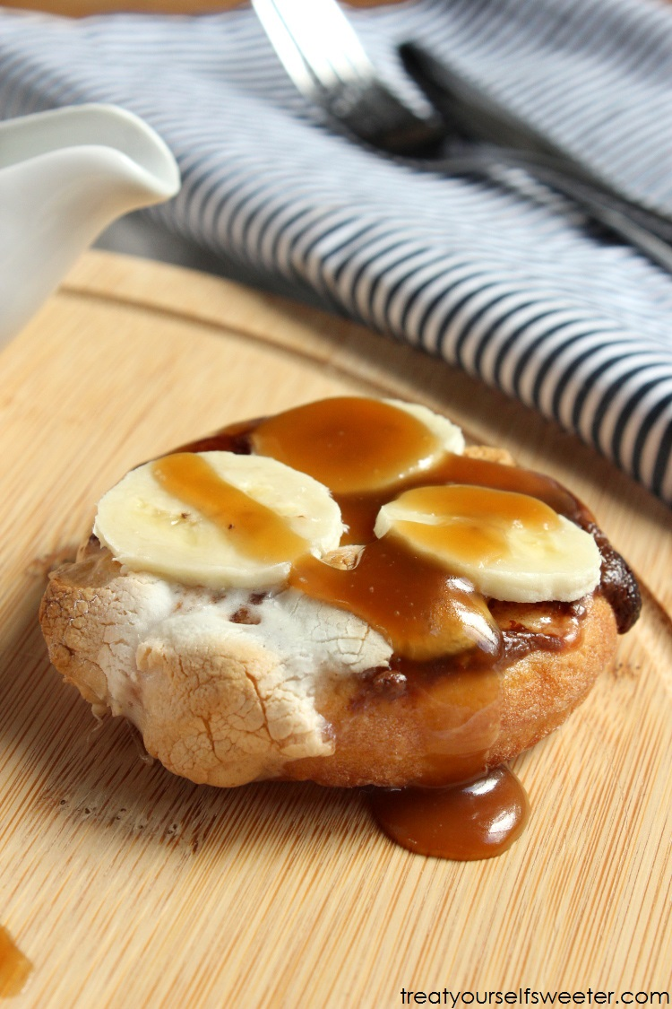 Nutella Toasted Marshmallow Banana Mini Pizzas with Caramel Sauce... Yum!!