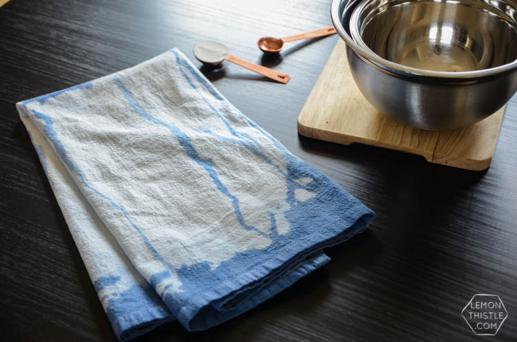 DIY Dip Drip Dye Tea Towel... I love how organic this looks compared to normal dip dye!