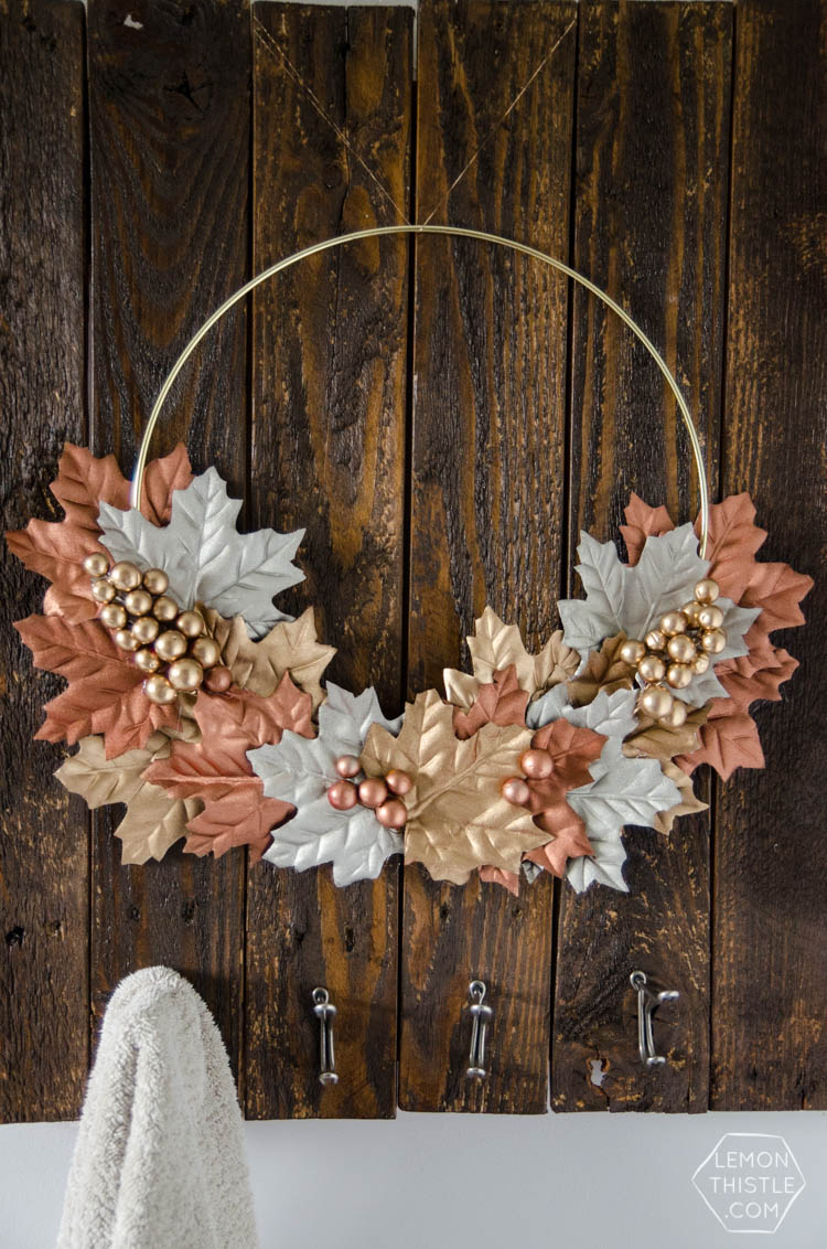 DIY Simple Autumn Metallics Wreath- so perfect for fall!