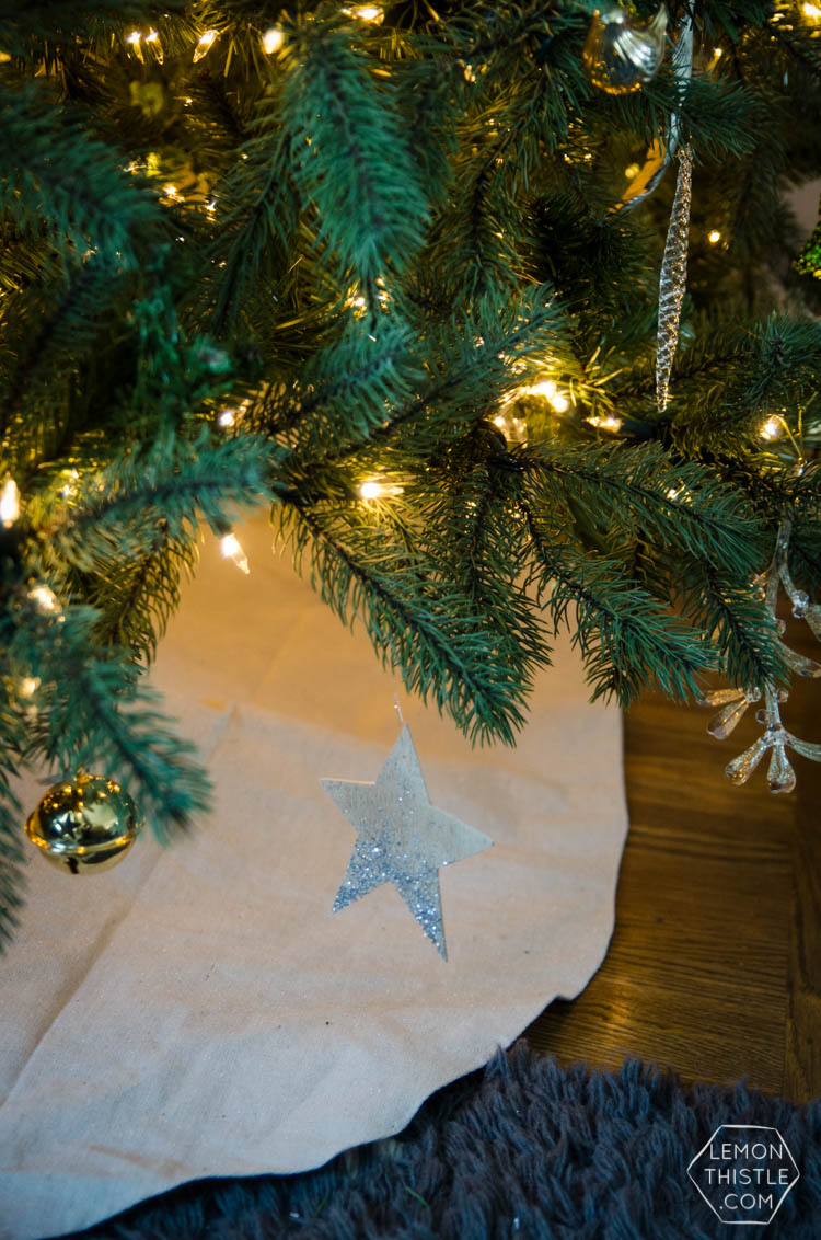 DIY simple glitter tree skirt- I love this for a little more of a natural christmas