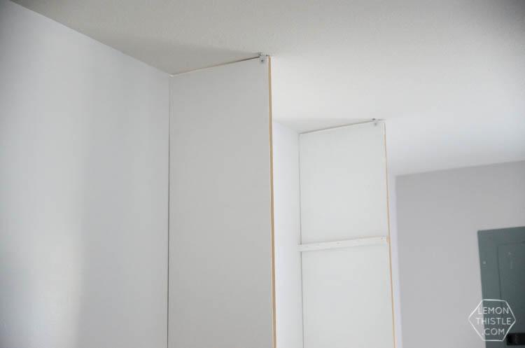 DIY custom built in shelving unit- click through for full tutorial