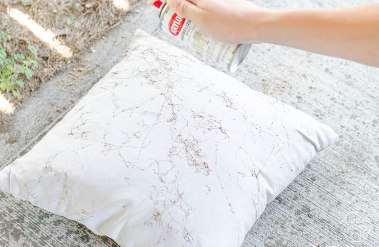 Diy Gold Throw Pillow : 5 Minute DIY: Gold Marbled Throw Pillows - Lemon Thistle
