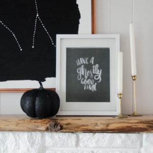 Free Halloween Printable- I love this ghostly hand lettering! Perfect for classy Halloween decorating