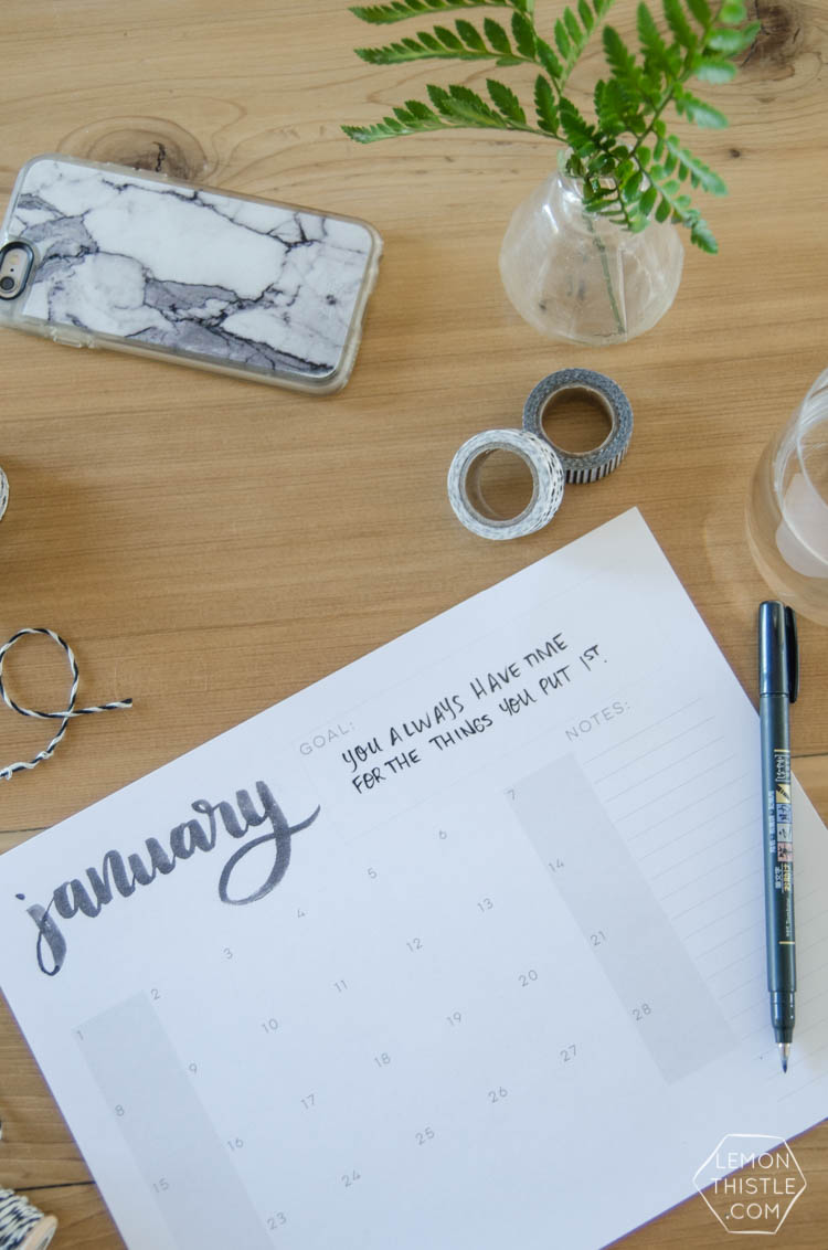 2017 Printable Calendars- Hand lettered script- so minimal and modern! Love how simple they are.