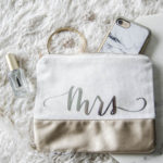 Handlettered pouches with FOIL transfer (foil on fabric!?) with free template for 'mrs'