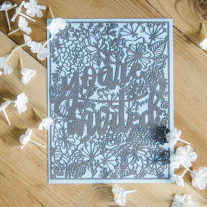 You're invited! Love this handlettered floral invitation. Free cut file plus awesome tips on weeding intricate cardstock cuts