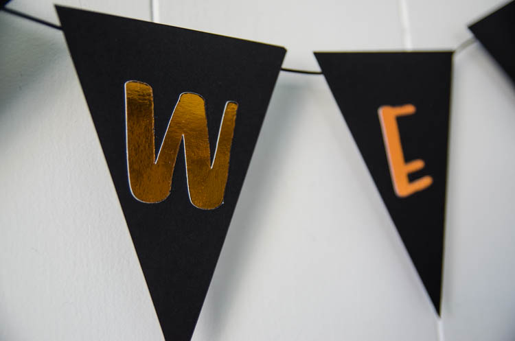 DIY Copper Foiled Halloween Garland - such a cute bunting and love how shiny that handlettered foil is!