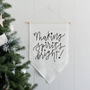 making spirits bright banner- love this linen wall hanging- the hand lettering is beautiful, perfect holiday decor
