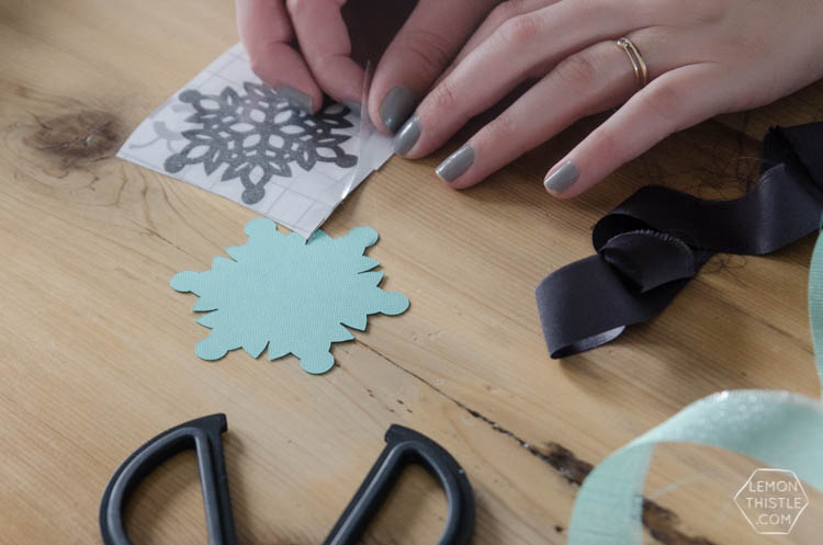 Love these snowflake gift tags! So simple thanks to the Cricut Maker