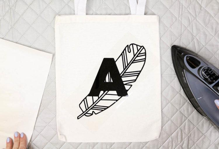 DIY Line Art Tote Bag- love this modern monogram with the banana leaf!