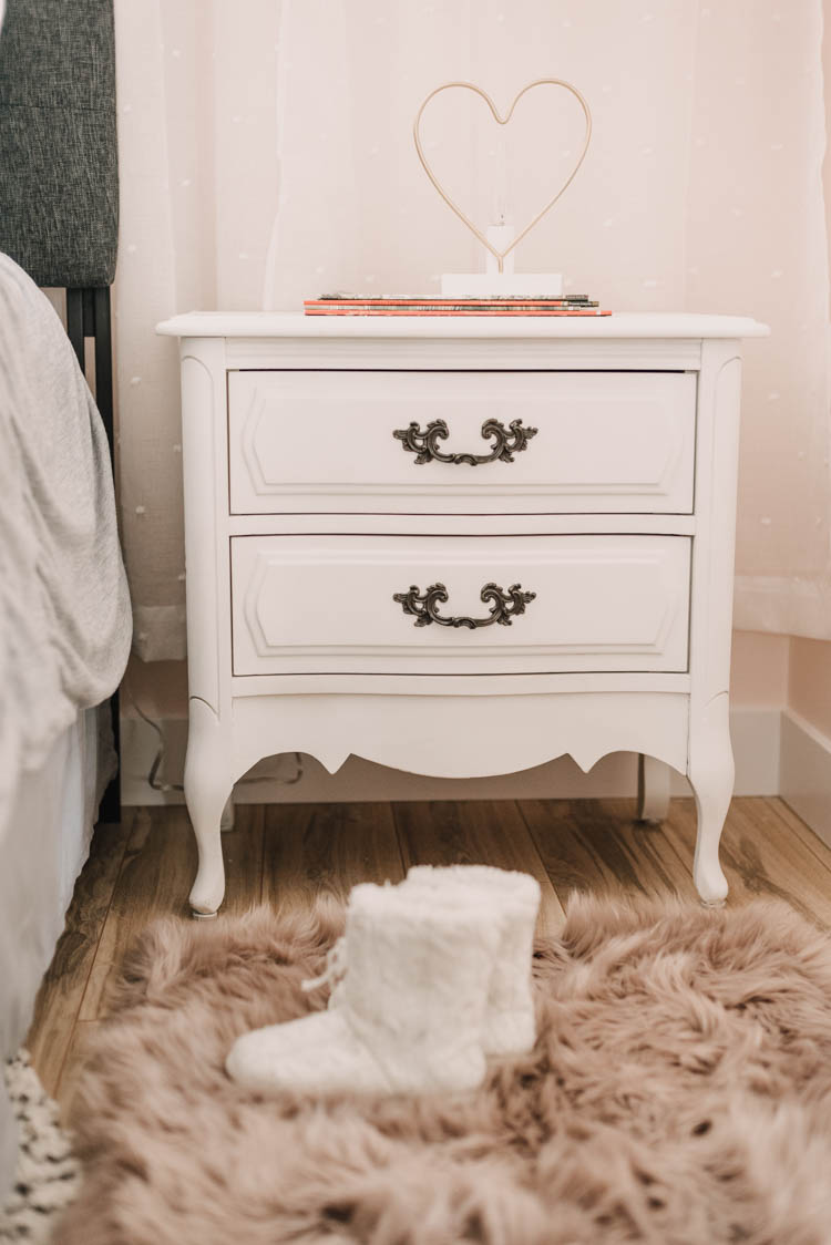Love these vintage nightstands and that modern lamp! Perfect for a little girl