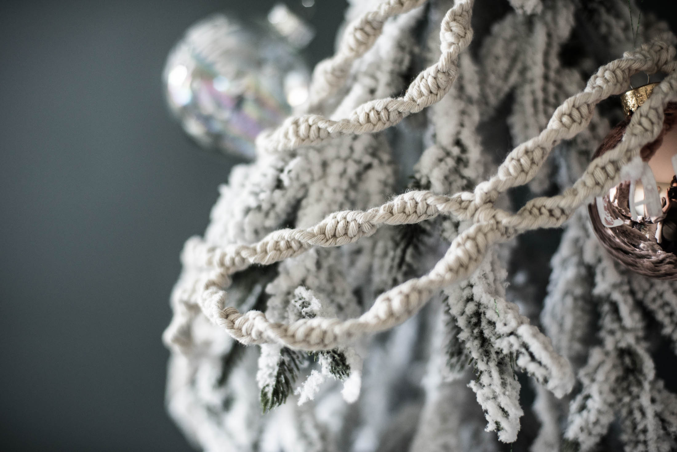 DIY Macrame Garland for a Christmas tree... or just for your house!