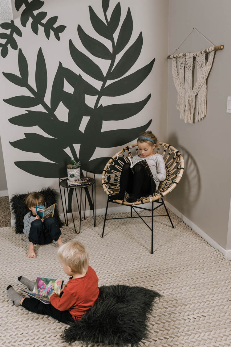 Sweet DIY leaves mural for a reading nook- love the boho vibes! Timelapse of mural in post.