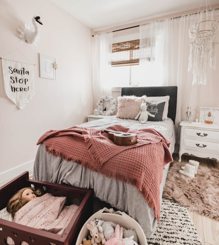 Gorgeous neutral and pinks girls bedroom for Christmas