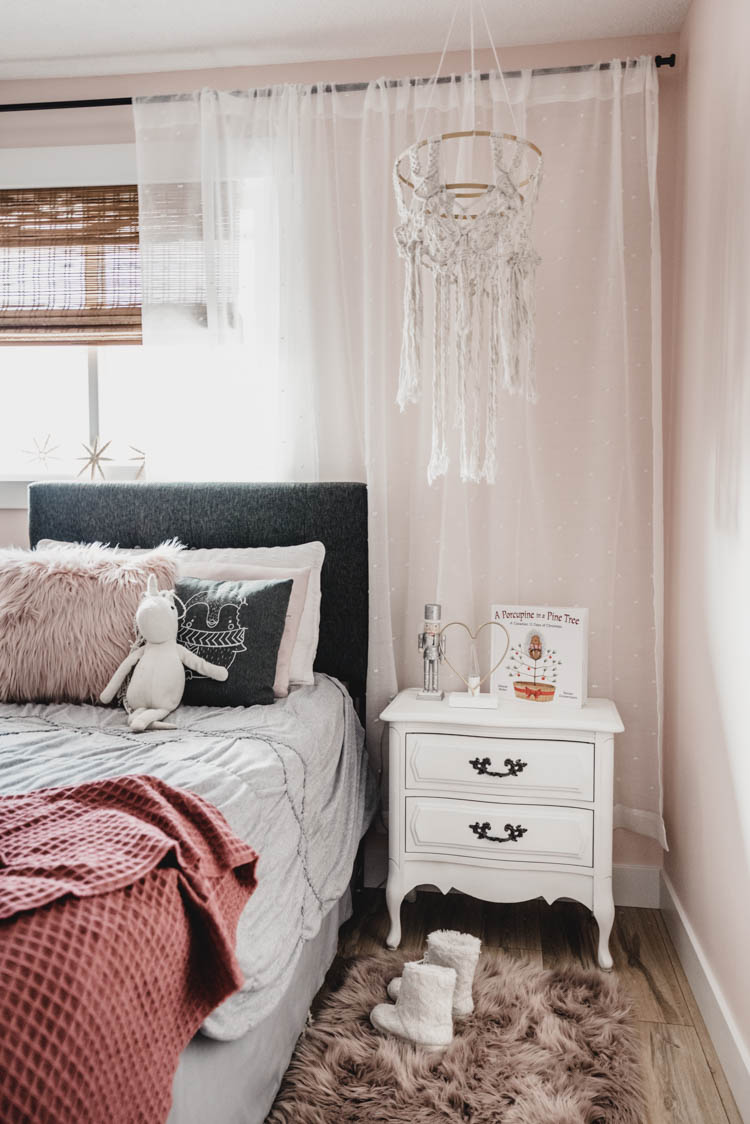 Cute Girls bedroom at Christmas time - love that macrame!