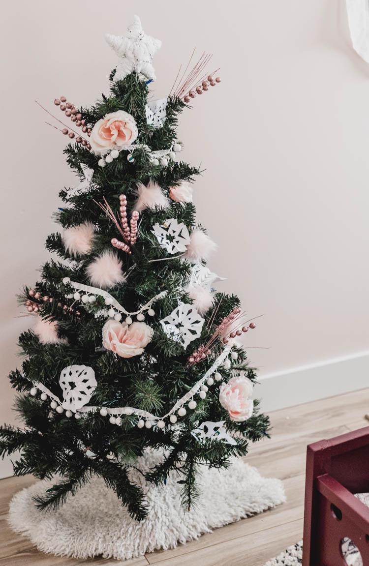 Girly Christmas tree with pink and white decorations!