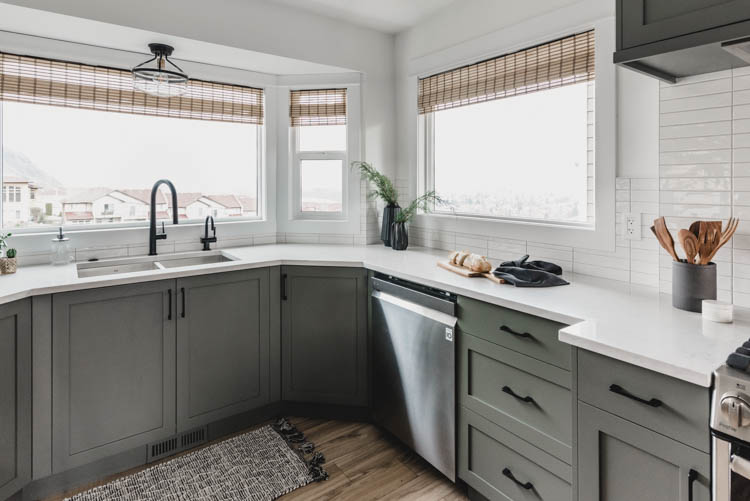 Kitchen in a bay window- the perfect combination of natural textures with modern finishes!