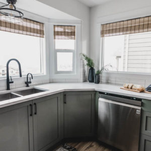 Love this whole bay window kitchen sink idea