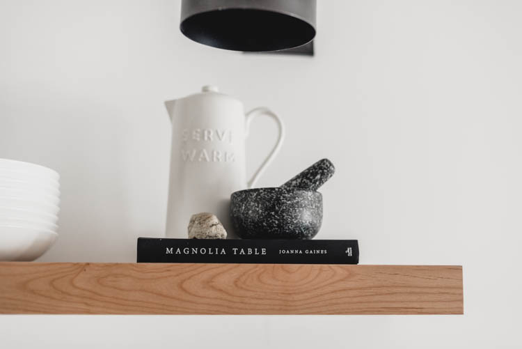 Cute styling for kitchen shelves!