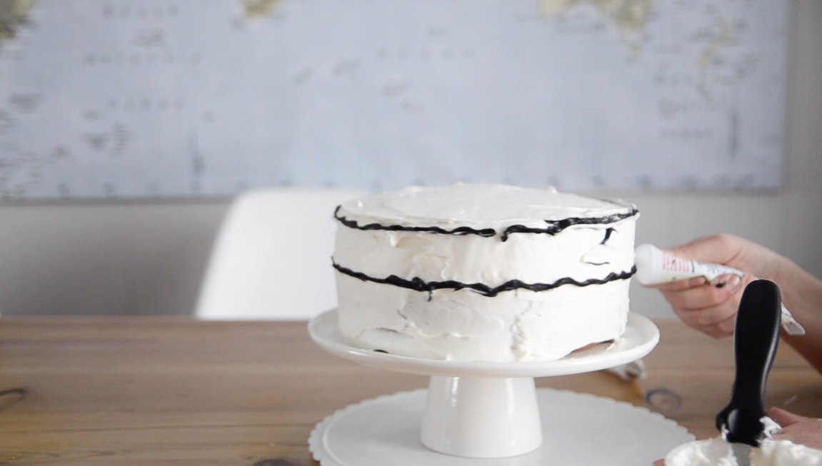 How to add iced modern stripes to a cake