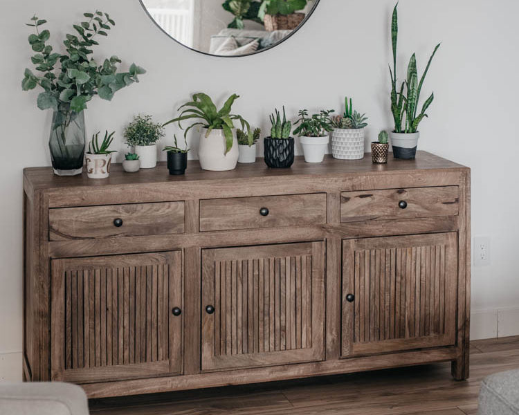 Spring home tour full of plants, white walls and warm wood tones