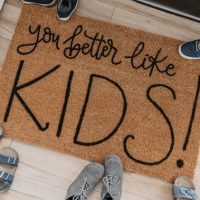 DIY Personalized Door Mat- great video tutorial on how to letter on coir mats!