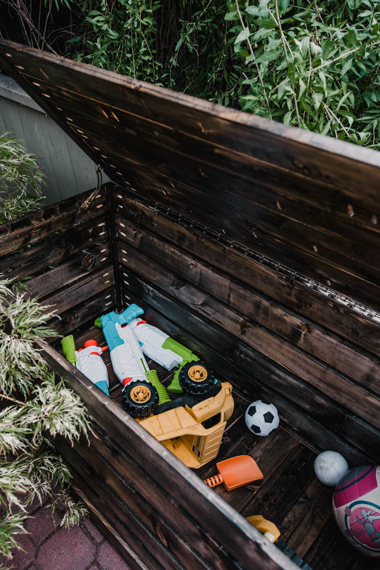 Modern DIY Outdoor Toy Storage Chest - Free plans and DIY tutorial