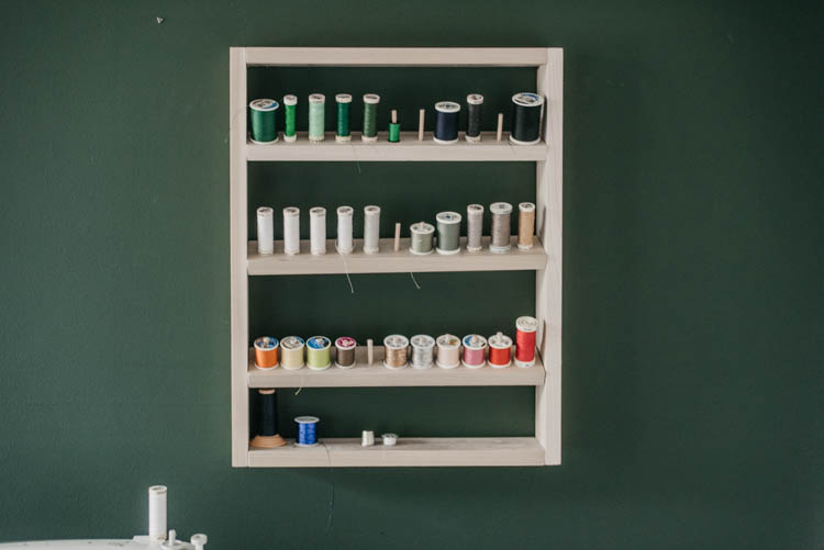 Free plans for a DIY thread shelf... with dowels to hold on thread