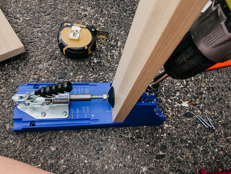 Use the kreg jig to join together wood at a right angle