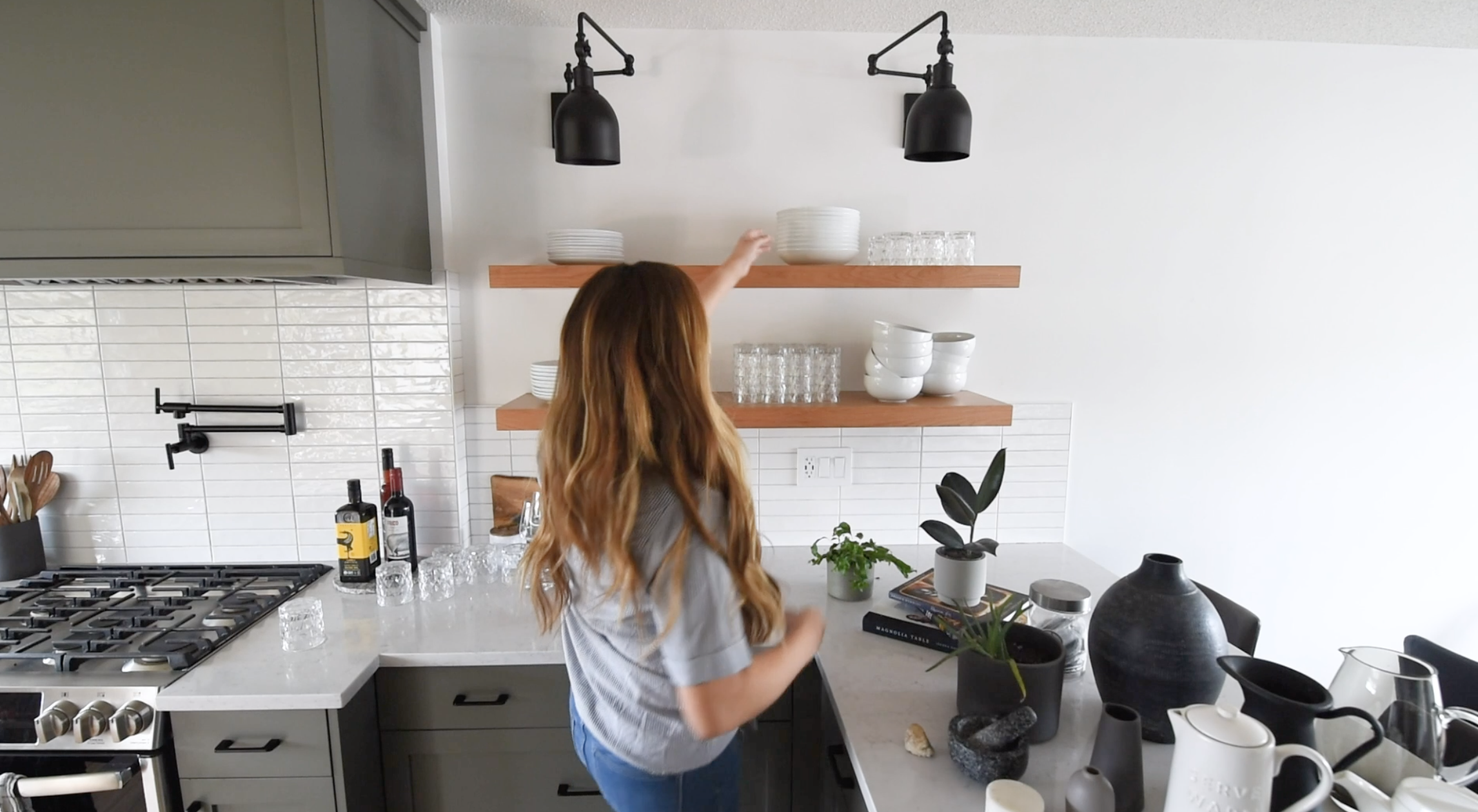 open shelving with no decor... how to style them for the kitchen