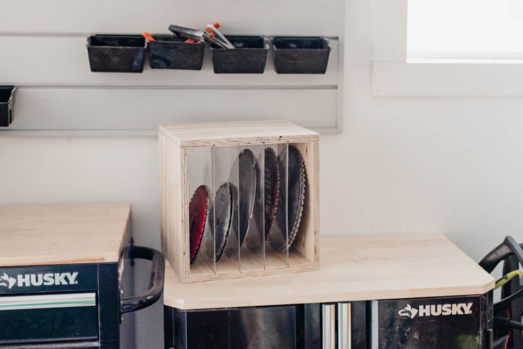 DIY Sawblade Storage box... love the clear dividers! Simple build using Kreg Jig