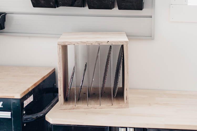 DIY Sawblade Storage box... love the clear dividers! Simple build using Kreg Jig