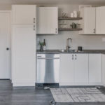 Modern Basement Kitchen Reveal + 4 tips to decorate a kitchen