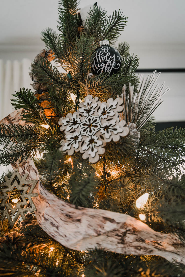 Family friendly Christmas tree with neutral colours, natural details and modern DIY touches