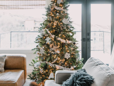 Frosted Whites Christmas Tree with Natural Touches