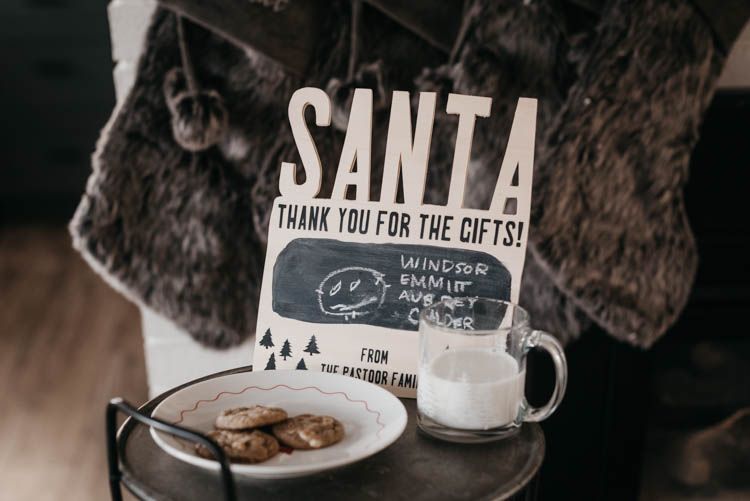 DIY Sign for Santa - love this personalized sign to thank santa for the gifts, what a special tradition
