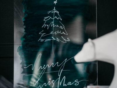 Modern Holiday DIY Acrylic Sign - love this simple line art tree tutorial