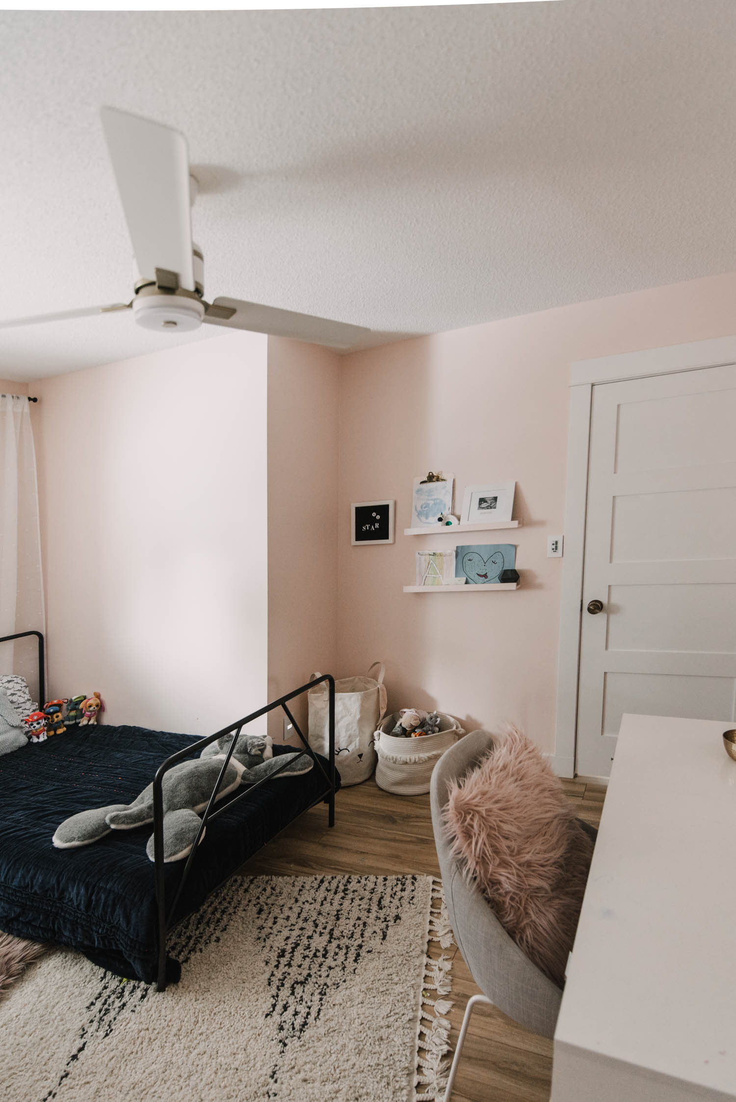 Shared kids bedrooms for big families in small homes