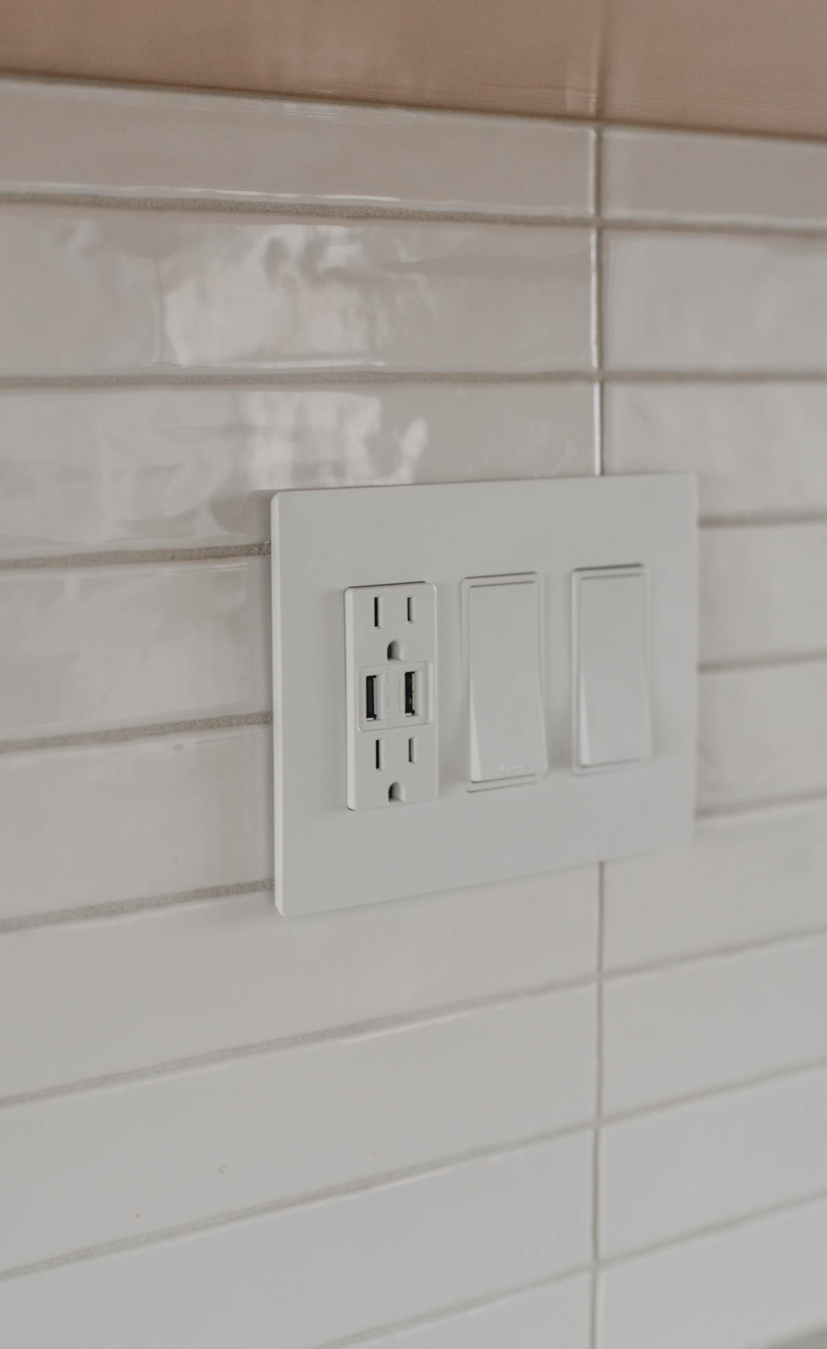 Screwless faceplate on tile- such a high end look, but DIY