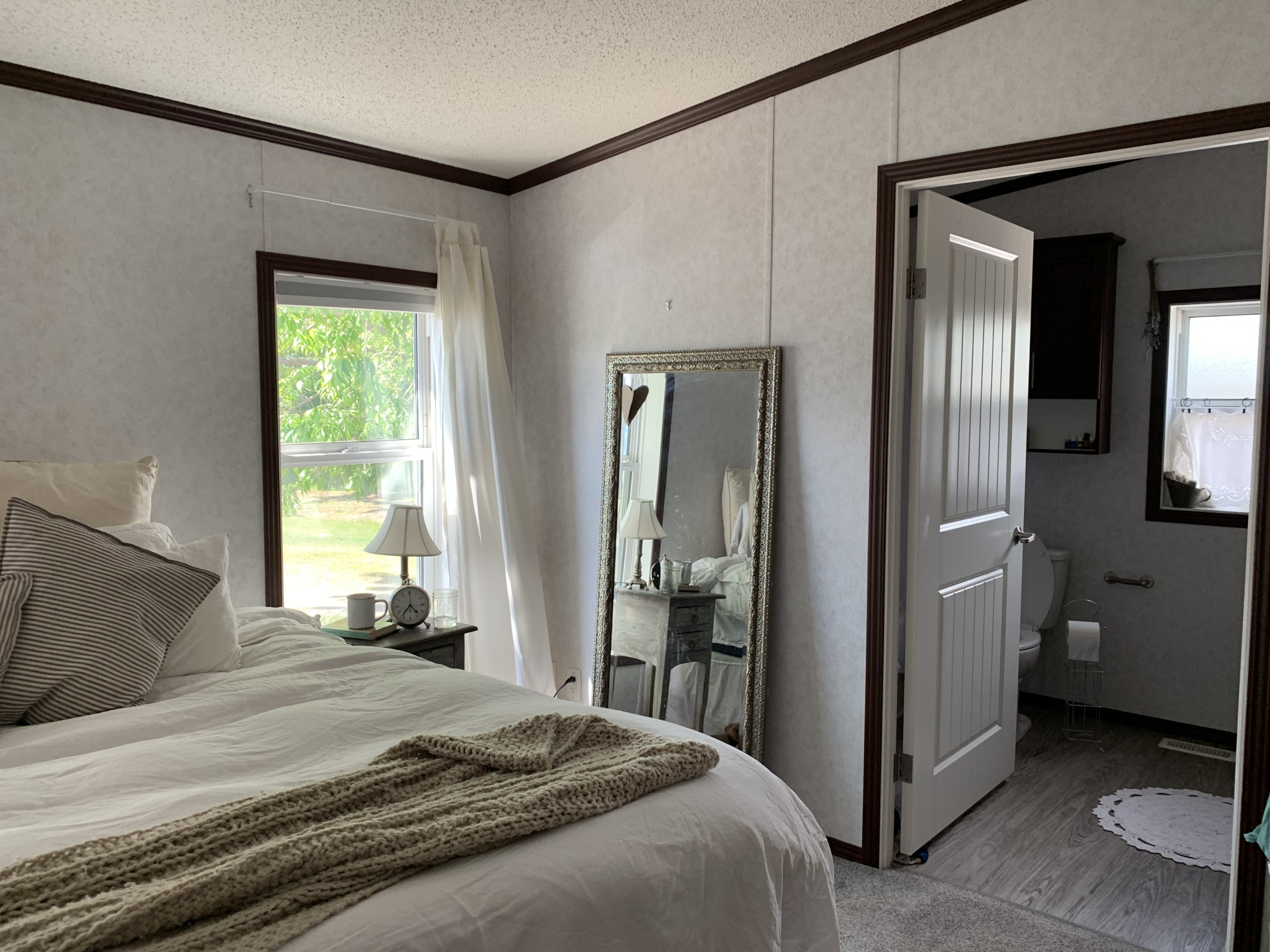 Farmhouse bedroom makeover - BEFORE